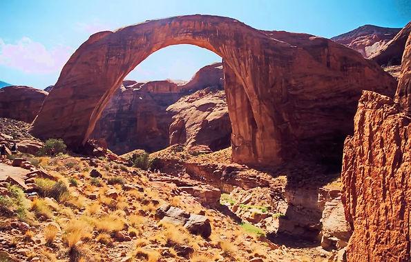 La plus grande arche naturelle du monde, territoire sacré des Navajos.