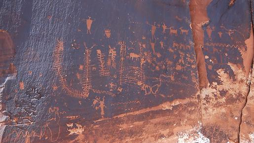Gravures rupestres à Canyonlands comme un peu partout dans l'ouest américain.