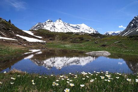 Reflet des Aiguilles d'Ambin en Haute Maurienne.