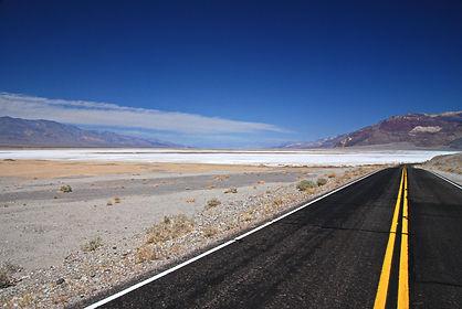 Badwater Road Death Valley Californie, 85 mètres sous le niveau de la mer et 50° à l'ombre !