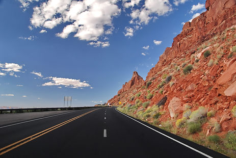 En Arizona sur la route US 80 le long de Echo Cliff en allant sur Page.