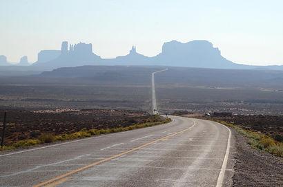 US Route 163 en arrivant à Monument Valley.