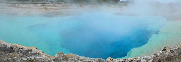 """""""Sapphire Pool"""" sur le site de """"Biscuit Basin""""."""