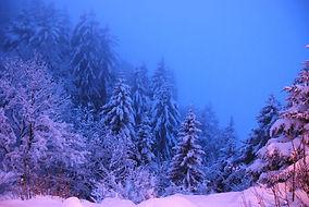 L'heure bleue dans la montagne.
