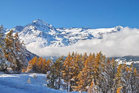 En haute Maurienne, fin octobre les premières neiges face à Dent Parrachée.
