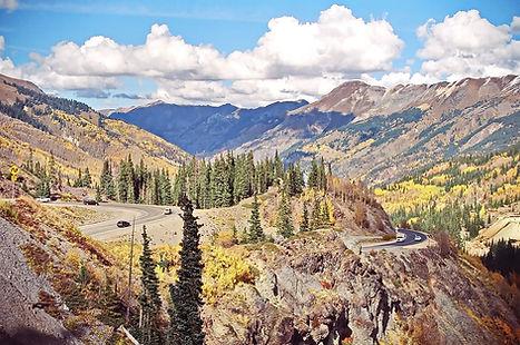 Lacets de la Route US 550 en descendant sur Ouray au Colorado.