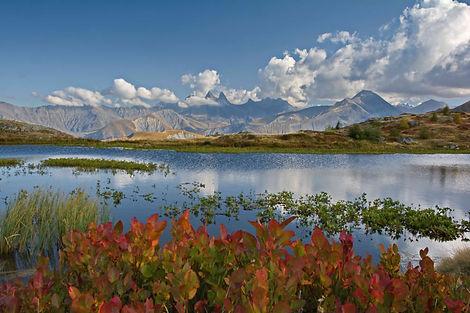 Image d'automne au Lac Guichard en Maurienne.
