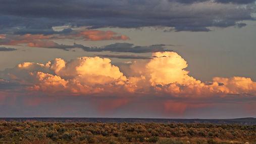 Orages dans le lointain au Nouveau Mexique USA.