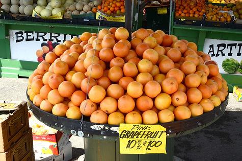 En Californie, du côté de Monterey, 10 pamplemousses rosés pour 1 dollar.