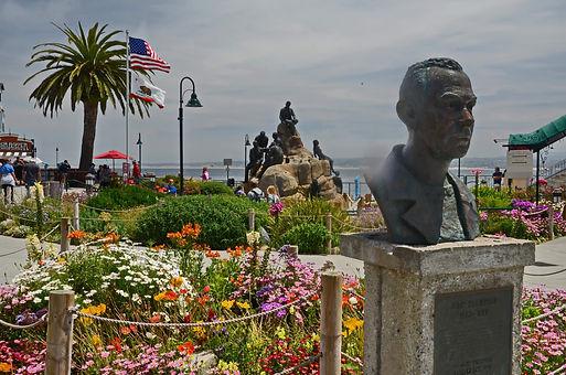 A Monterey Californie, stèle à la mémoire de John Steinbeck.