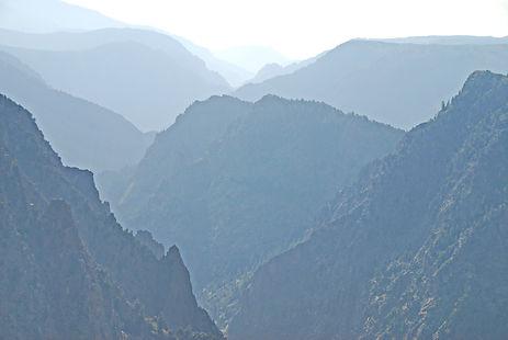 Vue sur la canyon au fond duquel coule la Gunnison River.