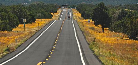 Route US 64 entre le Grand Canyon et Williams sur la Route 66.