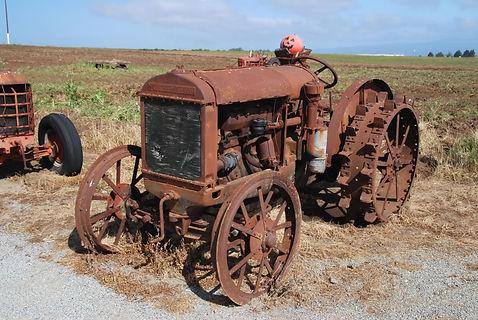 En Californie, tracteur Mc Cormick-Deering de 1920, 23 ch.k