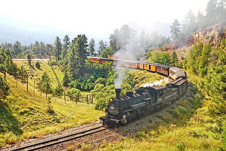 Sur une voie datant de 1881 le train Durango-Silverton s'essouffle dans la montée.