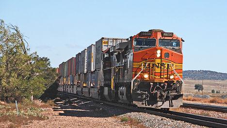 Train de fret BNSF (Burlington Northern Santa Fe) 2 étages de containers.
