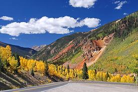 "Route US 550,"" Million Dollar Highway "" en descendant sur Ouray au Colorado."