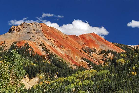 """""""Red Mountain"""", montagne rouge composée de minerai de fer entre Silverton et Ouray Colorado"""