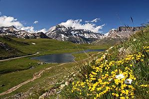 Plan du Lac en Haute Maurienne face à la Grande Casse.