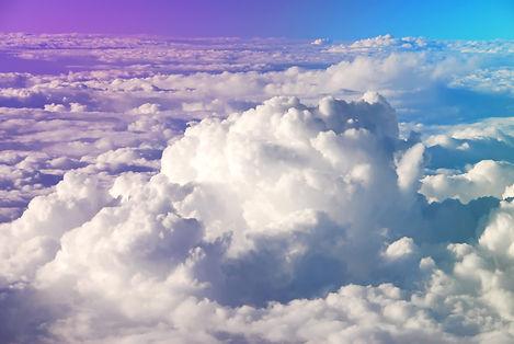 Et dessous les nuages, la tempête !