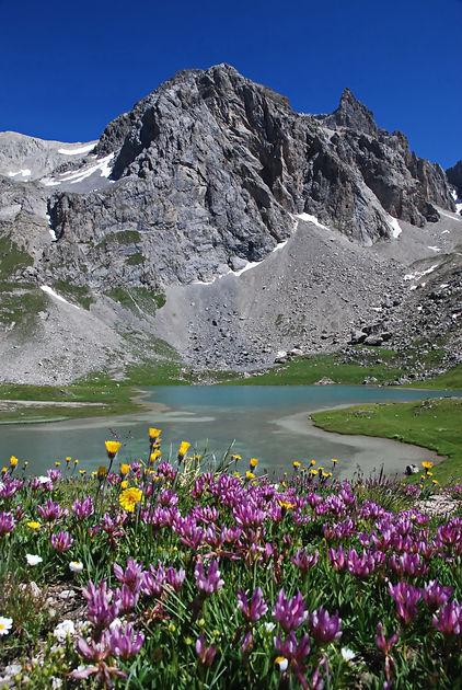 En Maurienne, le lac des Cerces.