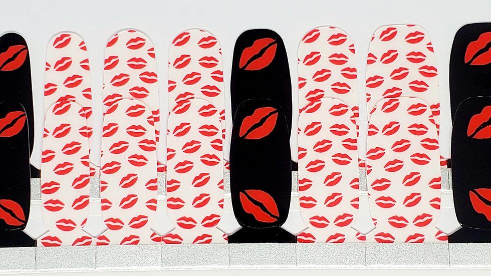 Mariah kisses