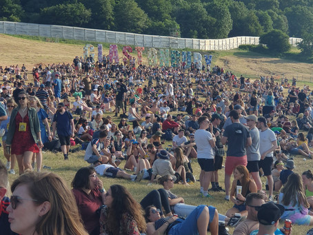 My Top 5 Pros and (almost) Cons of Glastonbury