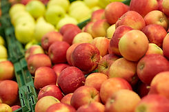 ripe-apples-at-grocery-store-or-market-P