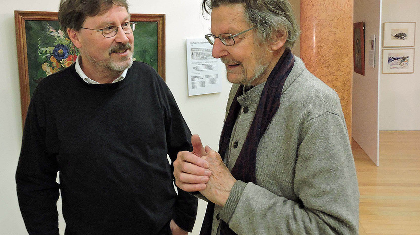 Kurator mit dem Künstler Constant Könz ...