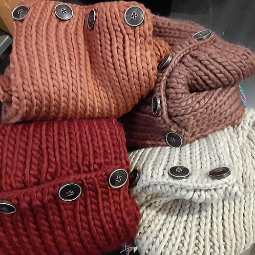 Knit infinity Scarf with Buttons