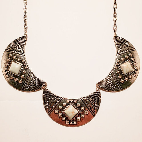 Metal Scalloped Necklace