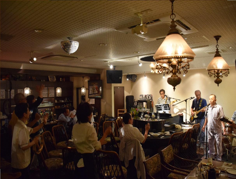 〈昭和の会〉アマチュアバンドの演奏