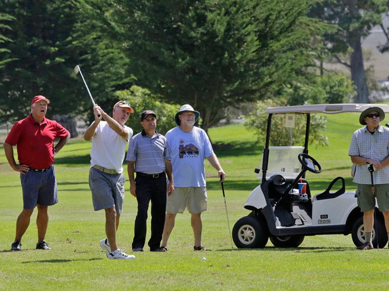 pic_golf group.jpg