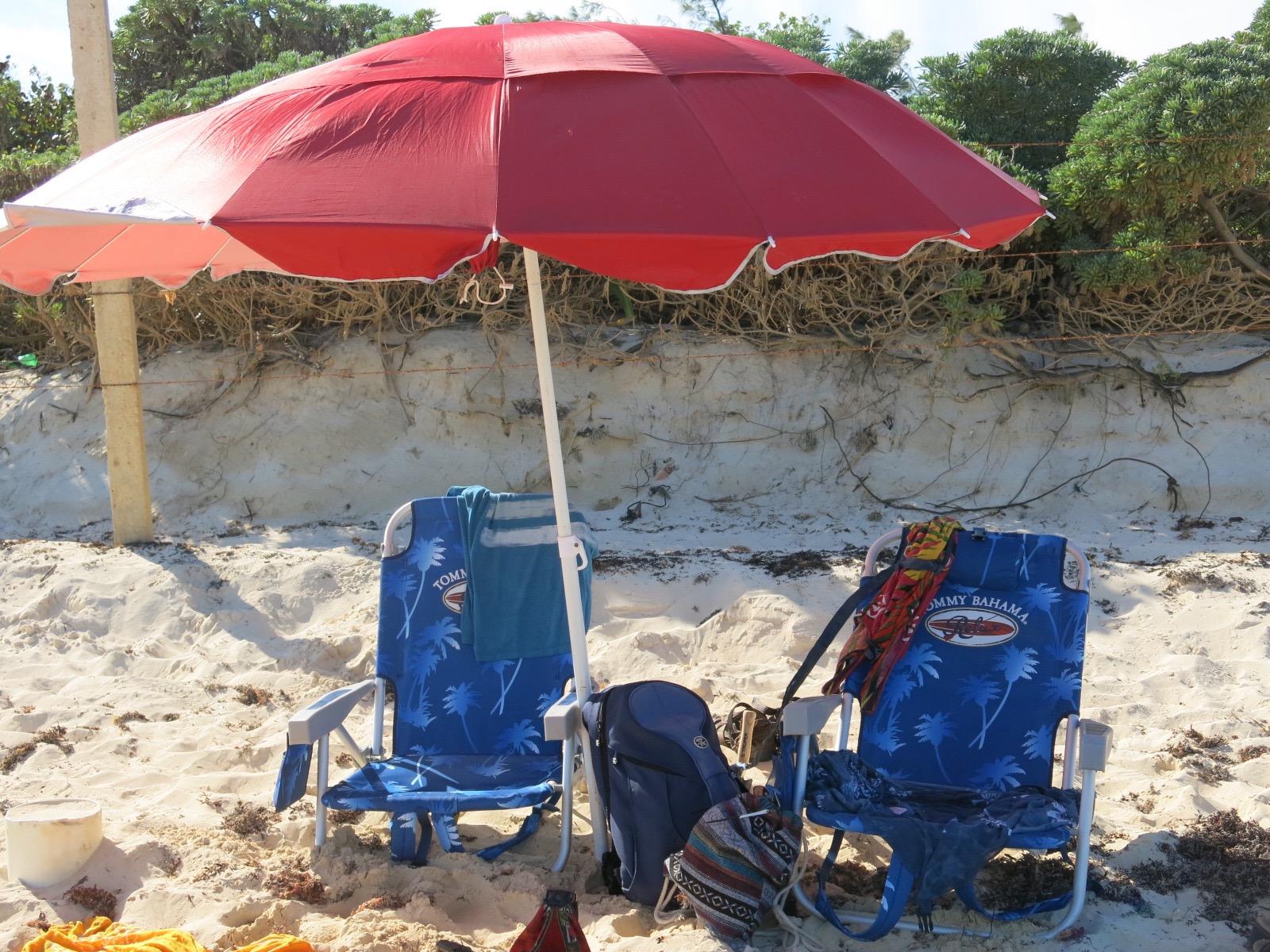 Chaises et parasol, inclus!