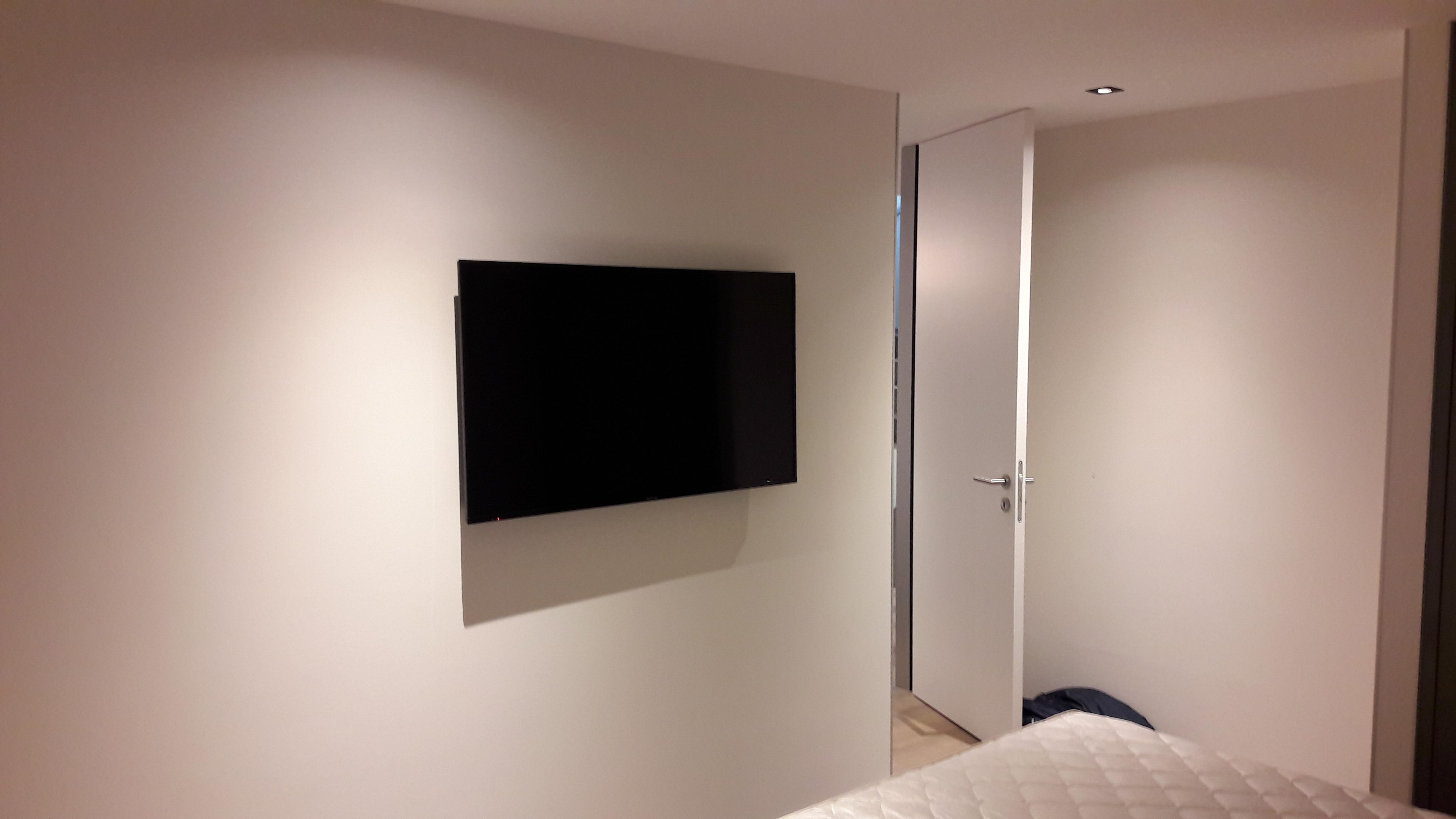TV 49'' au mur