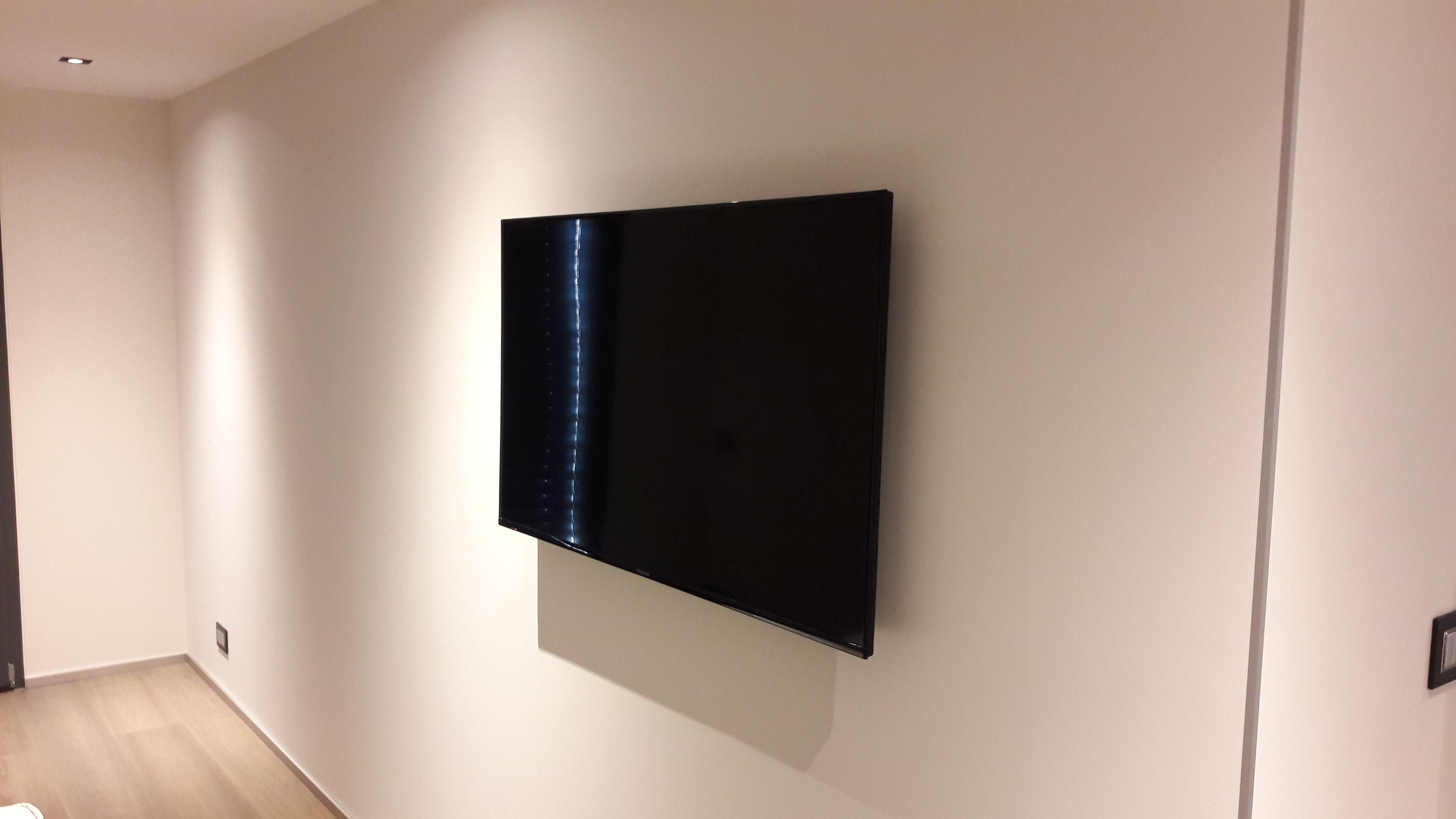 Pré-câblage et fixation écran