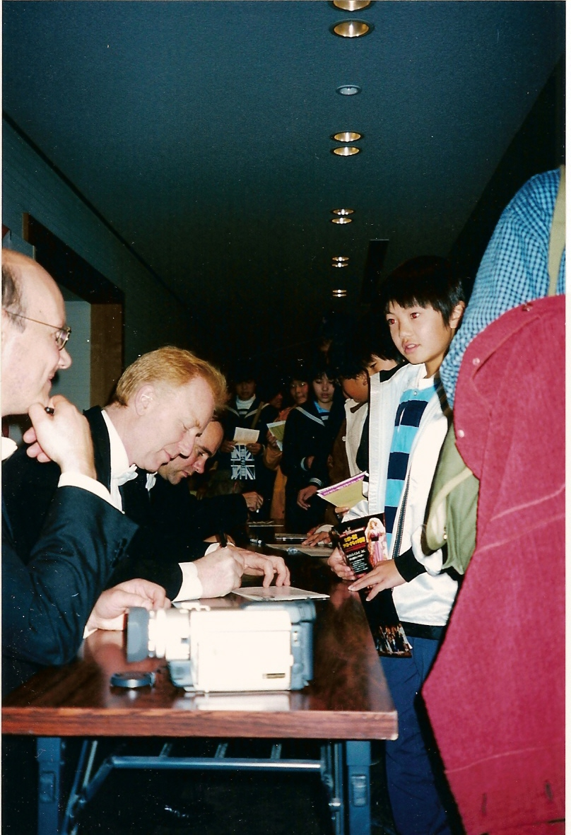 CD signing, Japan Nov 01