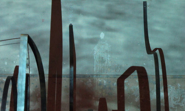 Nomad body over Lines of transmission, 2014 Video intervention over scuplture work of Saul Kaminer at Studio 71 on july 31, 2014.