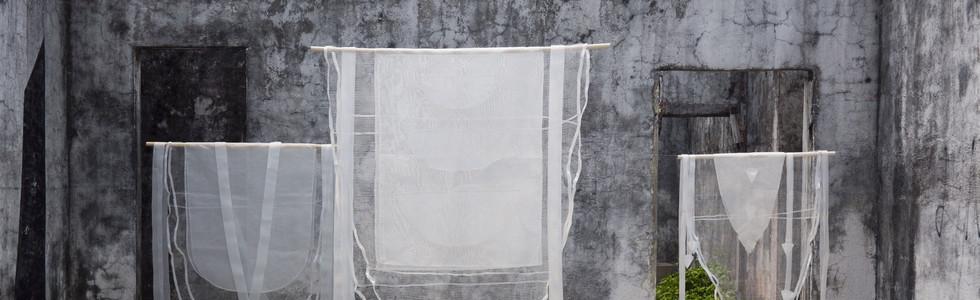 Seizing the season/ Aprehender la temporada, 2020 Installation made of different types of plastic mesh. 150 x 98 cm., 220 x 138 cm and 140 x 88 cm. For Kayros #3 Esperando la lluvia.