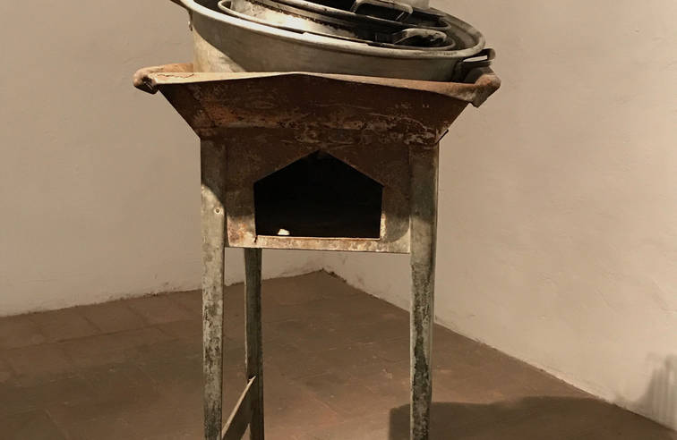 Exchanged goods, 2014 Portable furnace and pots and utensils. 41.33 x 19.29 x 19.29 inches 1.05 x 49 x 49 cm.