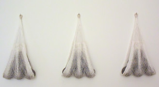 Engaged worlds Ceramic spheres and hand-knitted nets. 96 x 46 x 16 cm. each Diisplayed in arrangements of 3, 4 or 5 works.
