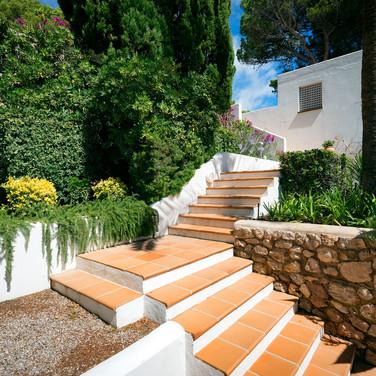 Steps to the beach..