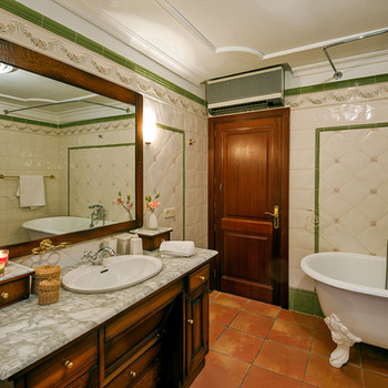Bathroom Upstairs apartment