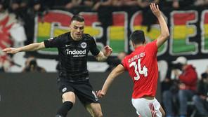 Frankfurt x Benfica (2-0) – Enfim sós