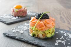 Swiss Alpine Lachstartar mit Avocado und Kaviar
