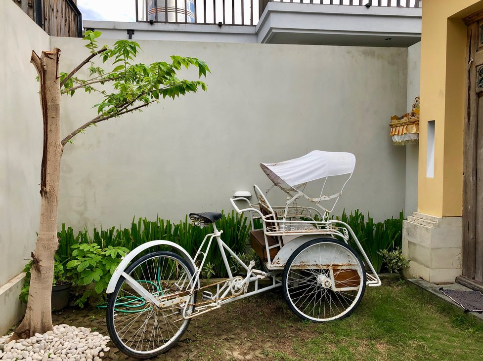 Entrance area with retro bicycle