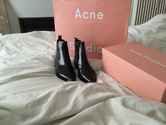 // SMUDGE - My Dream Boots + Foodie Tips from a French Acne Employee //