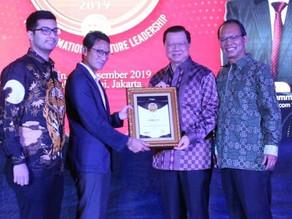 Pimpinan Dexa Group Menerima Penghargaan Most Admired CEO 2019