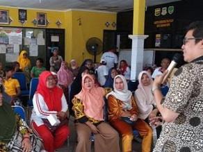 """Penyuluhan Kesehatan """"Kenali Diabetes"""" dan Sosialisasi Aplikasi Teman Diabetes di Kelurahan Cikarang"""