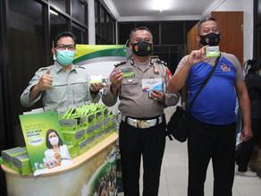 Kepolisian Republik Indonesia dan Tenaga Kesehatan Lakukan Vaksin & Jaga Imun Tubuh