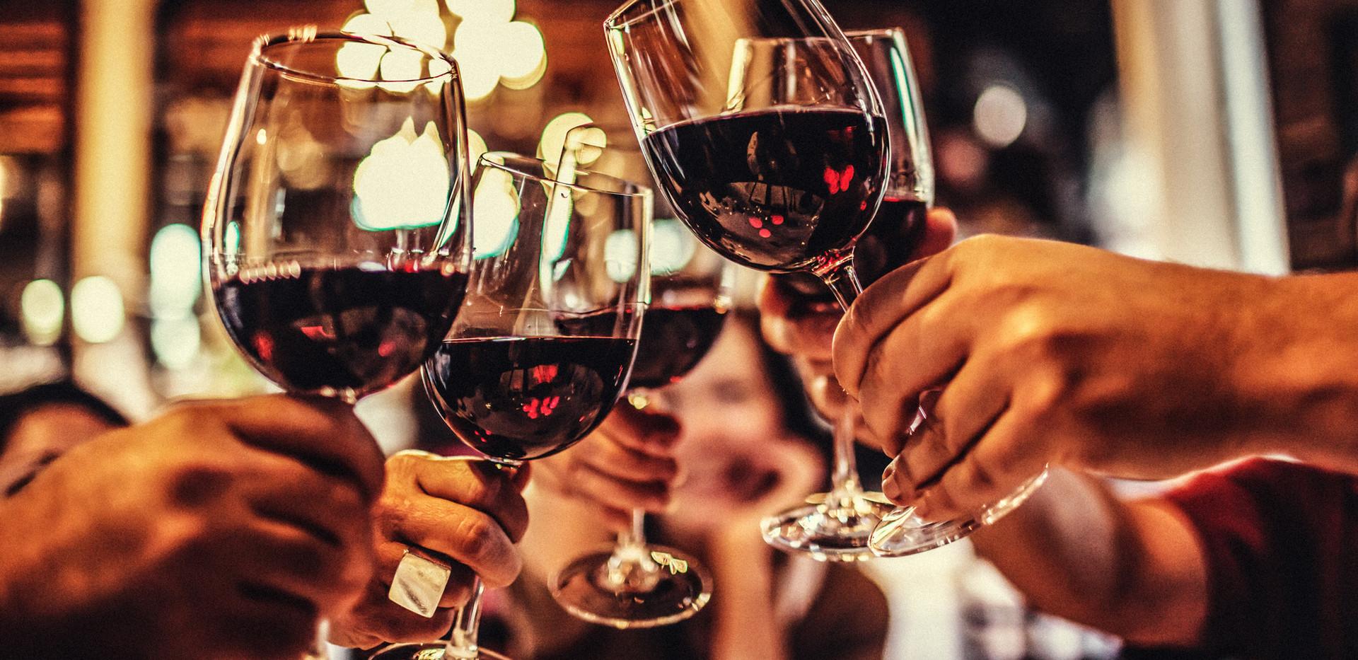 15312985cheers-brinde-copos-vinho-wine-f